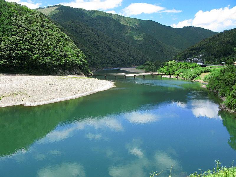 800px-Shimanto_River_And_Iwama_Bridge_1